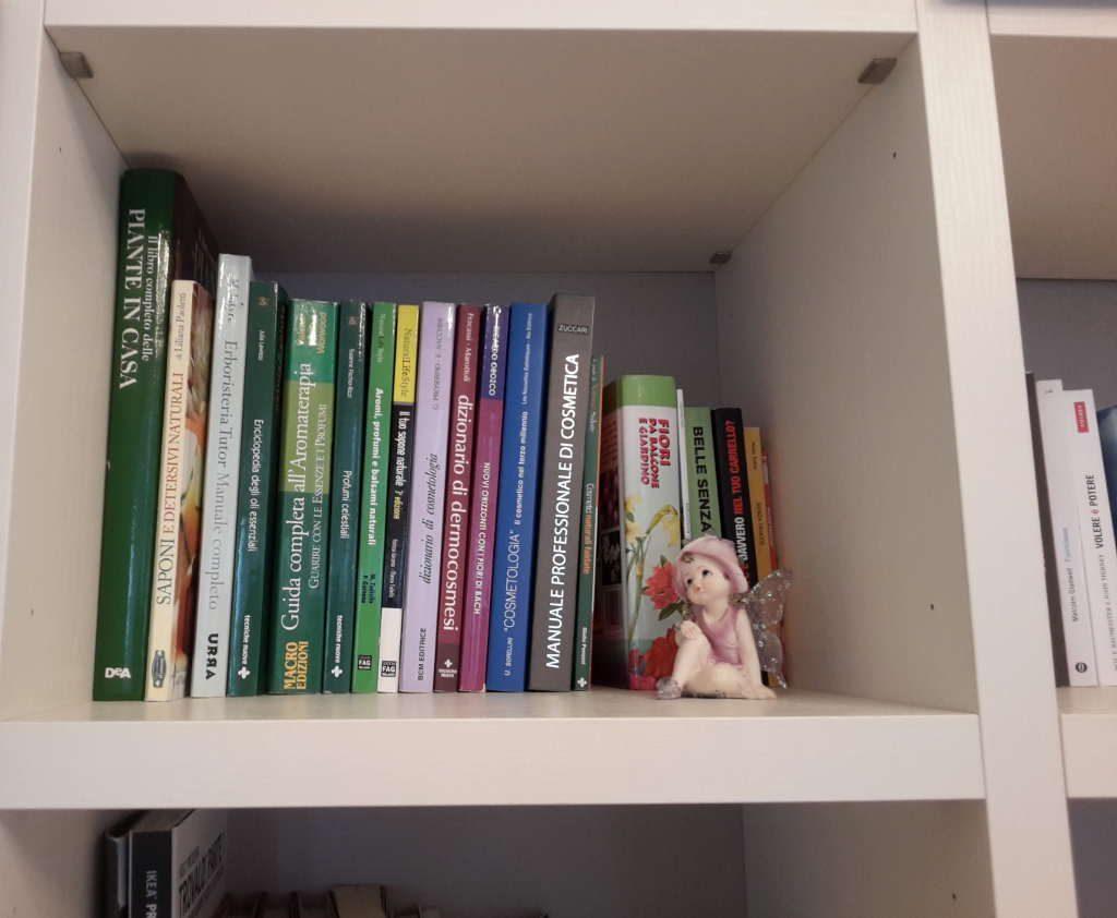 riordino libreria scaffale